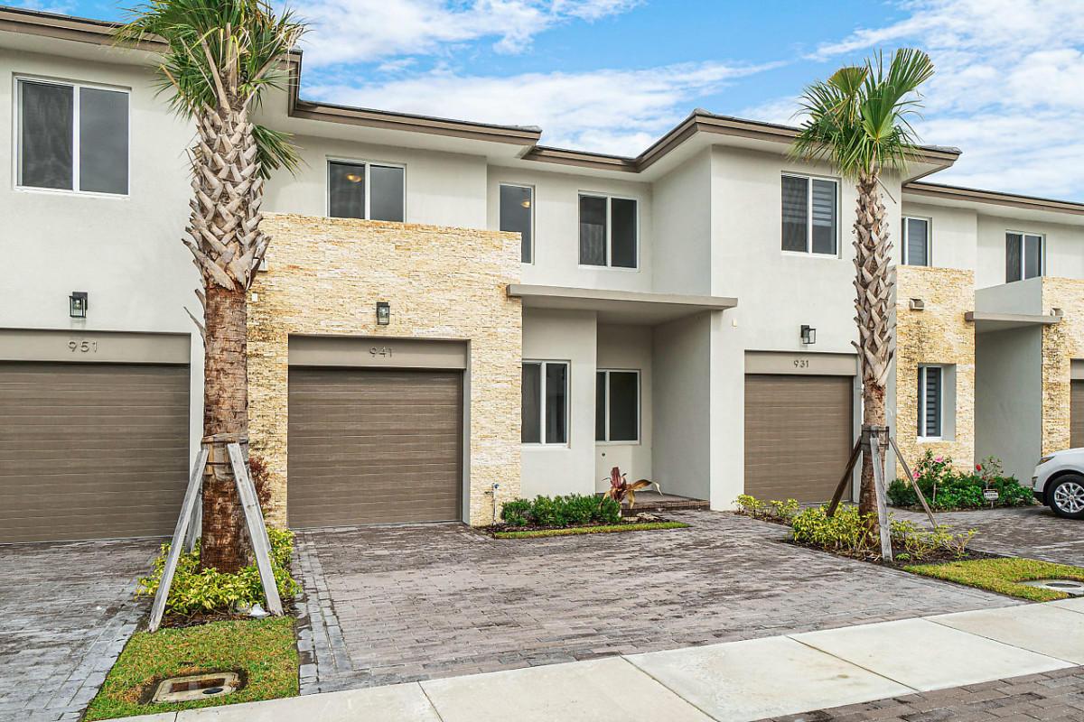 941 Pioneer Way Royal Palm Beach, FL 33411
