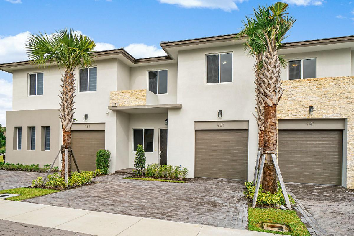 951 Pioneer Way Royal Palm Beach, FL 33411