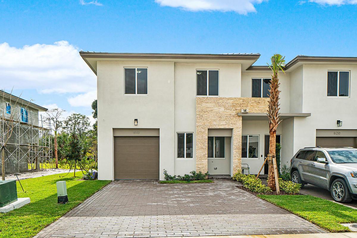 810 Pioneer Way Royal Palm Beach, FL 33411