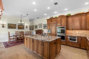 2931  Twin Oaks Way  For Sale 10599795, FL