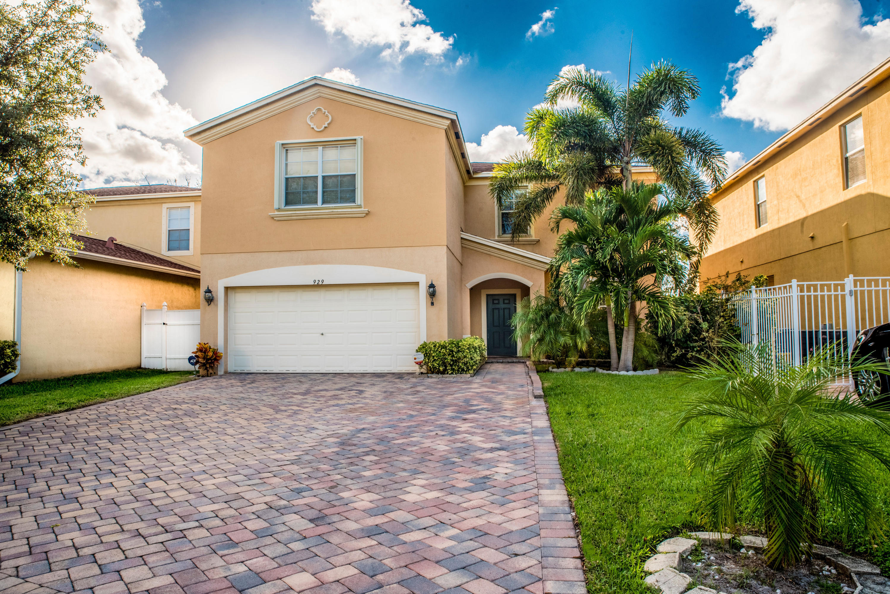 929 Fieldstone Way West Palm Beach, FL 33413