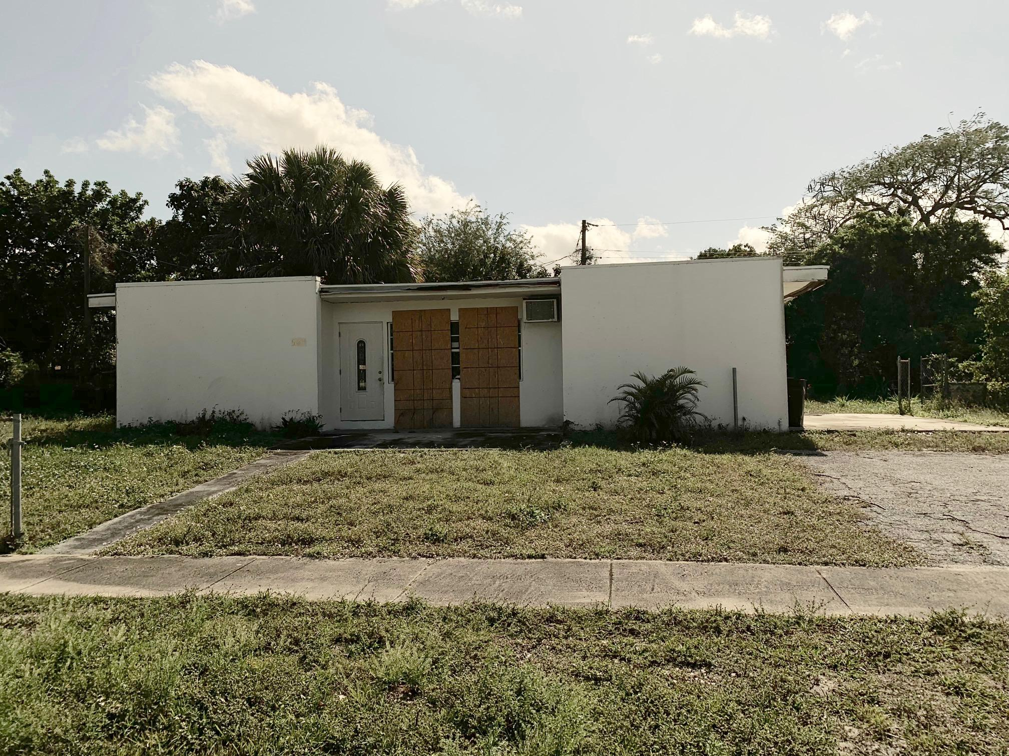 564 Sioux Road Lake Worth, FL 33462