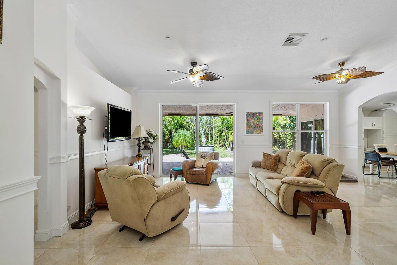 114 Chestnut Circle Royal Palm Beach, FL 33411 photo 16