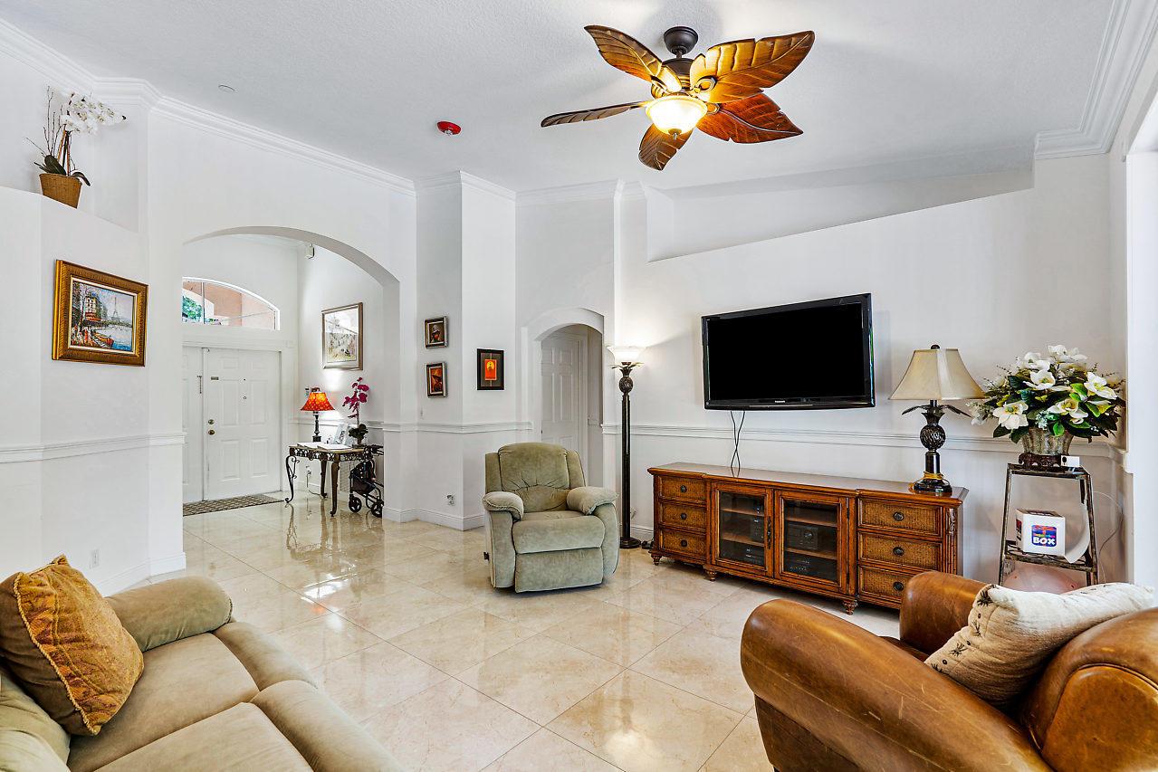 114 Chestnut Circle Royal Palm Beach, FL 33411 photo 17