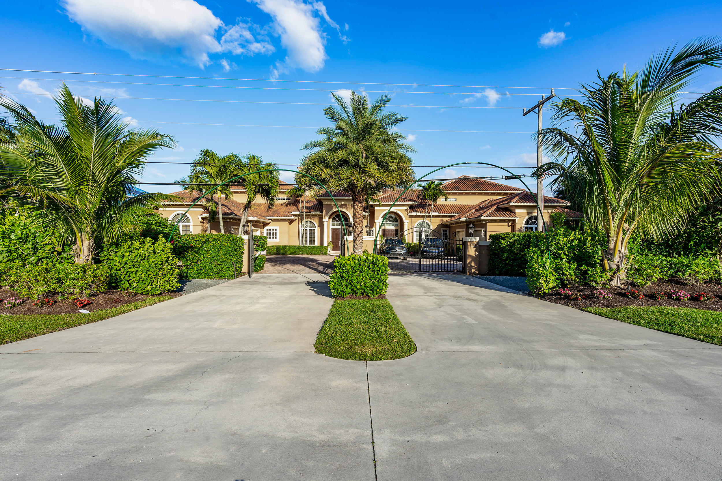 18395 SE Federal Highway, one of homes for sale in Tequesta
