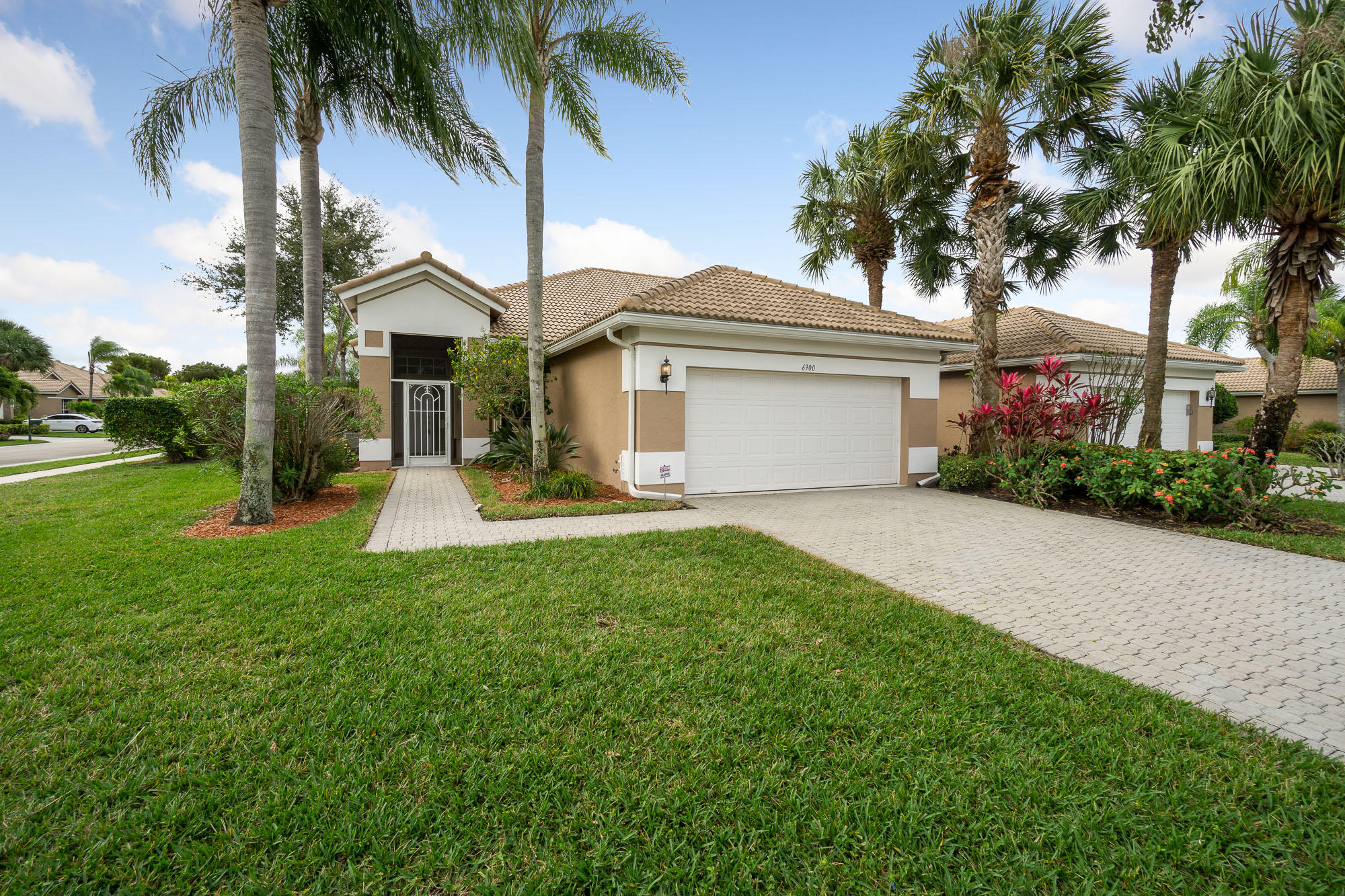 6900 Cairnwell Drive Boynton Beach, FL 33472