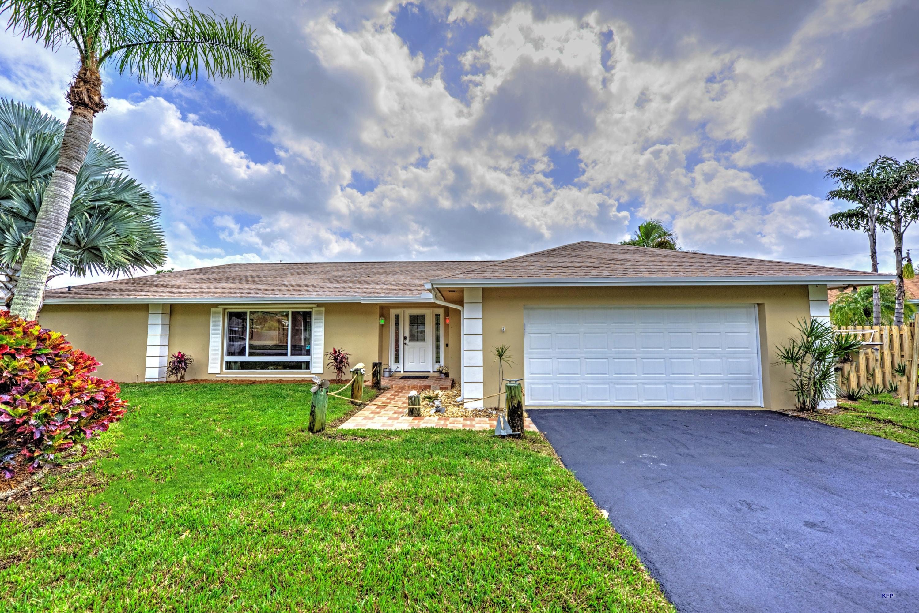 355 Country Club Drive, Tequesta, Florida 33469, 3 Bedrooms Bedrooms, ,2 BathroomsBathrooms,A,Single family,Country Club,RX-10602401