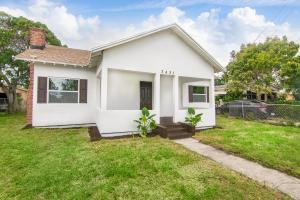 3421  Pinewood Avenue  For Sale 10604297, FL