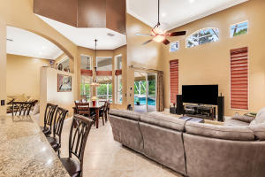725  Cypress Green Circle  For Sale 10603032, FL