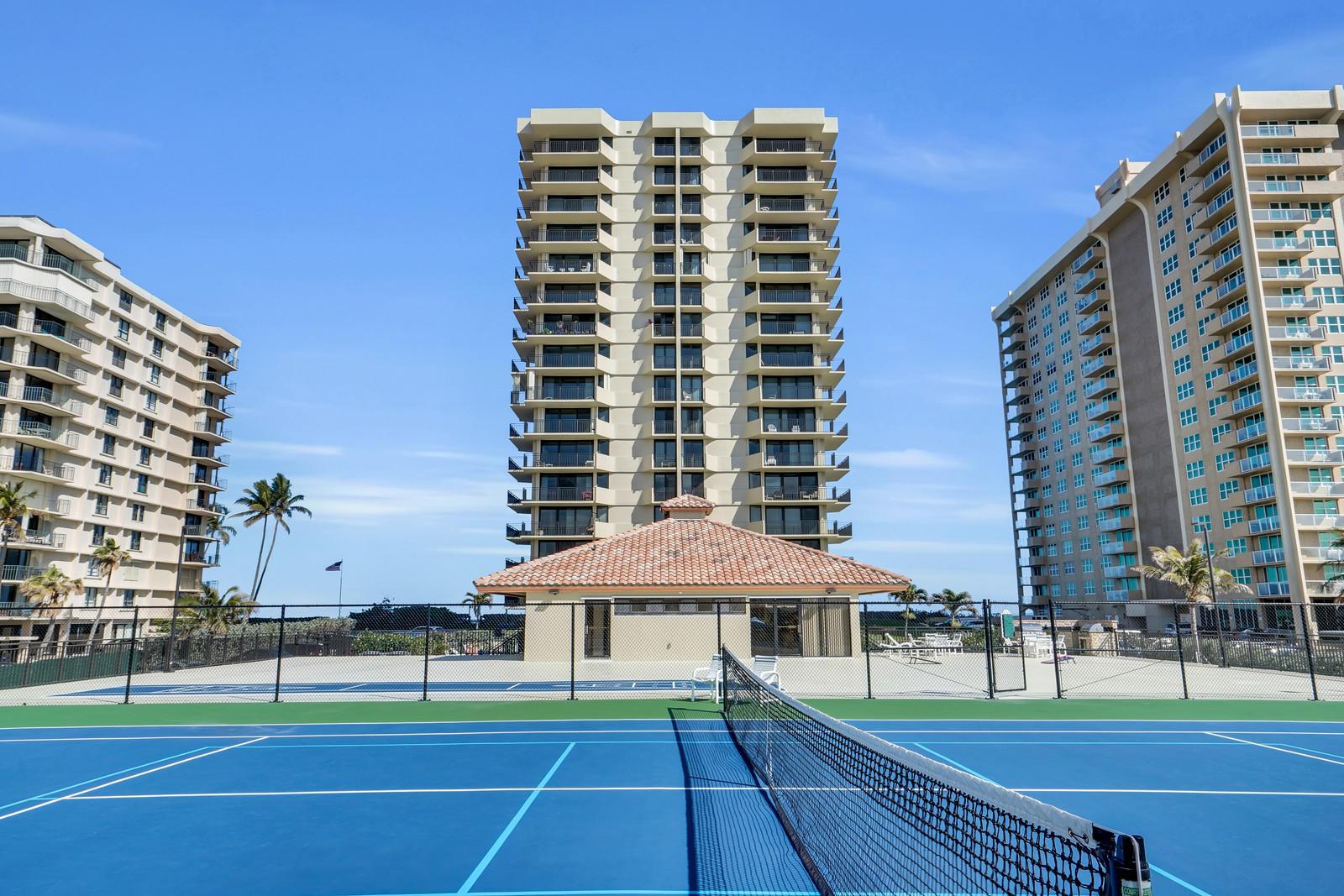 5460 N Ocean Drive 8b  Riviera Beach FL 33404