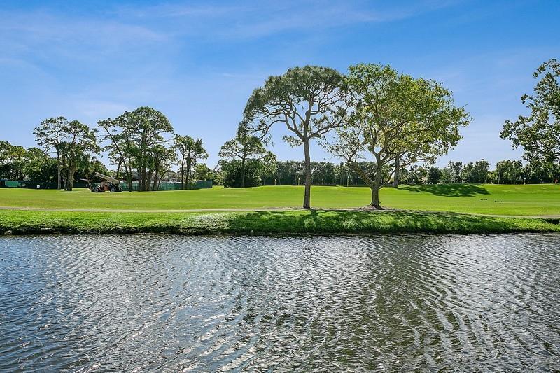 302 Resort Lane, Palm Beach Gardens, Florida 33418, 3 Bedrooms Bedrooms, ,2.1 BathroomsBathrooms,A,Townhouse,Resort,RX-10602977