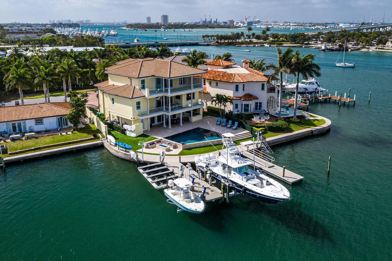 2795 Lake Drive  Singer Island FL 33404