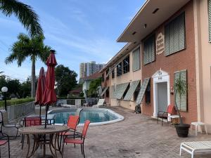 2400 NE 33rd Avenue 101 For Sale 10604110, FL