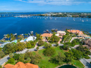 621 SW Bay Pointe Circle  For Sale 10604268, FL