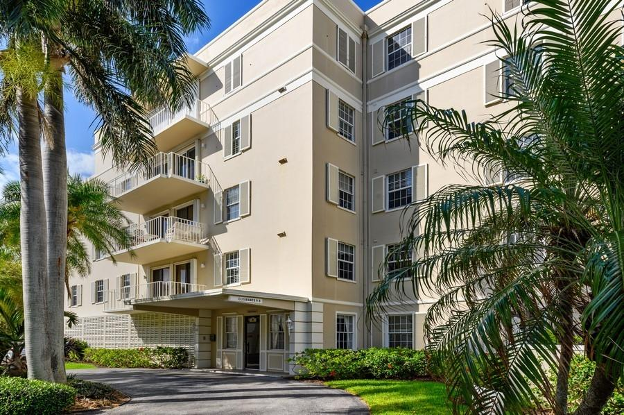 869 Via Cabana 2b  Boca Raton FL 33432