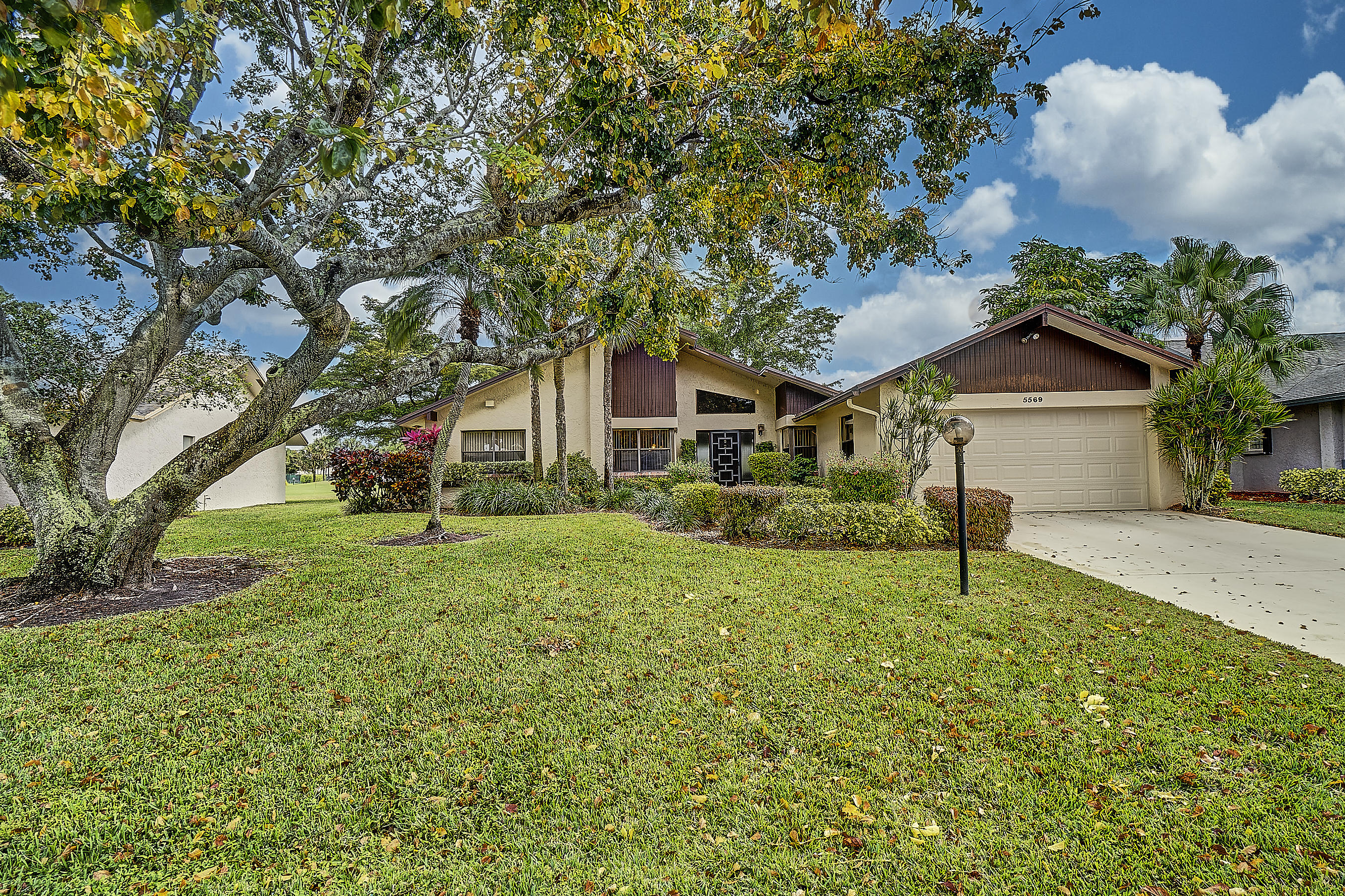 5569 Forest Oaks Terrace  Delray Beach, FL 33484