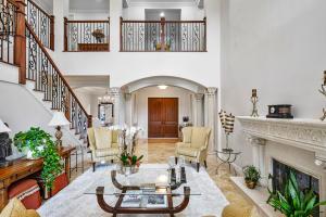 816 NE Bay Cove Street  For Sale 10605149, FL