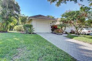 20087  Waters Edge Drive 201 For Sale 10605011, FL