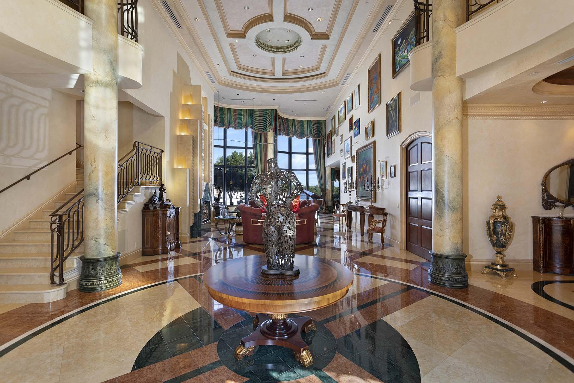 04 Foyer