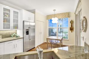 140  Las Brisas Circle  For Sale 10606168, FL
