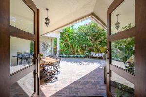 2961  Twin Oaks Way  For Sale 10606293, FL
