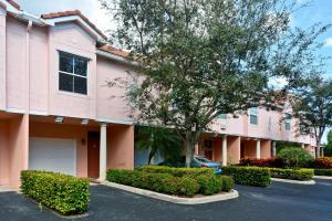 2054  Alta Meadows Lane 2403 For Sale 10608778, FL