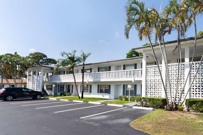 5217 Poppy Place 203  Delray Beach, FL 33484