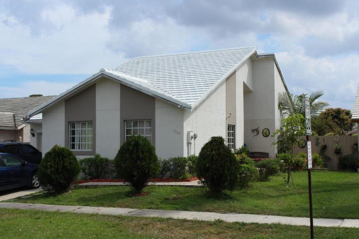 5749 Strawberry Lakes Circle Lake Worth, FL 33463