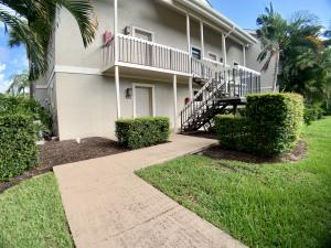 11863  Wimbledon Circle 400/401 For Sale 10607825, FL