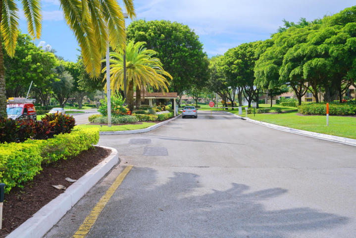 5087 Oak Hill Lane 323 Delray Beach, FL 33484 photo 37