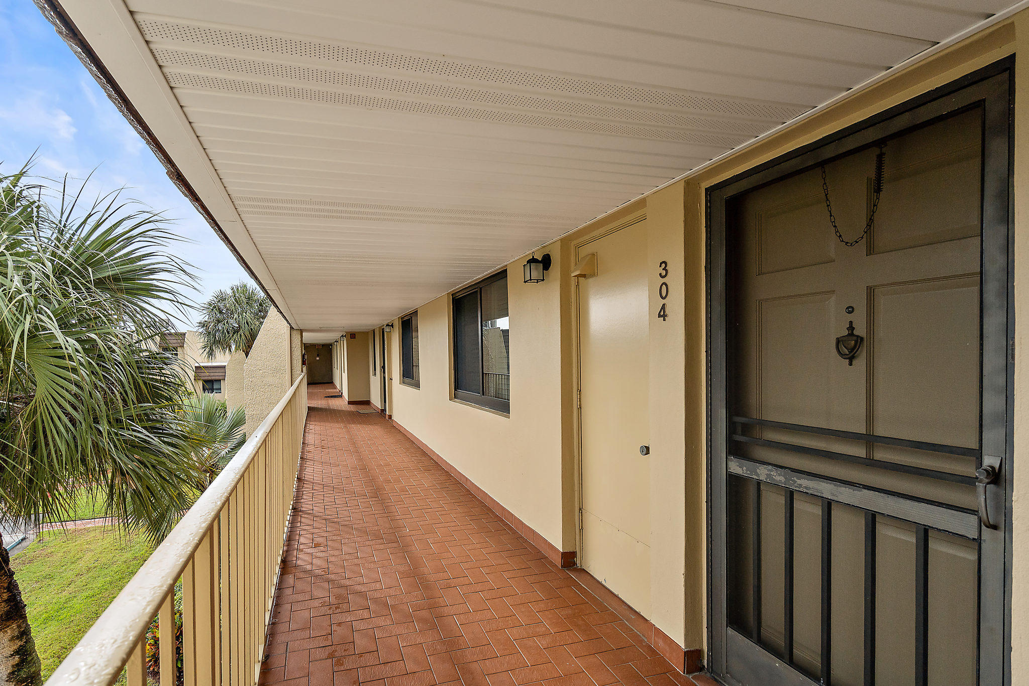 4266 Deste Court 304 Lake Worth, FL 33467 photo 2