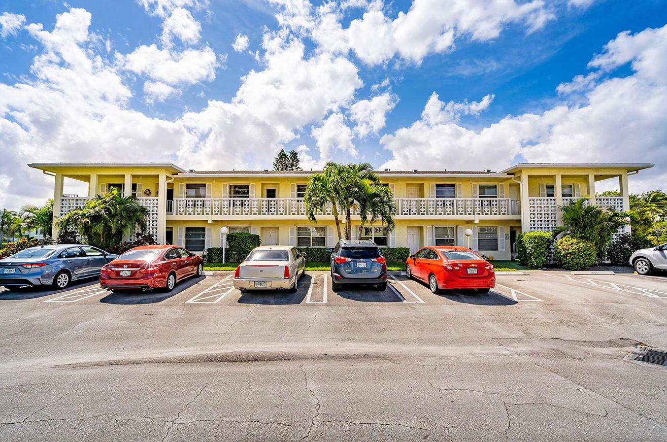 2840 SW 13th Street 202  Delray Beach, FL 33445