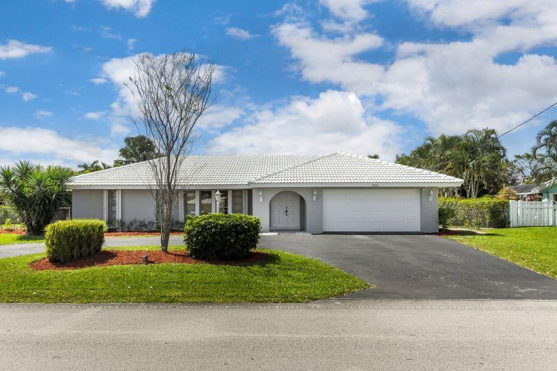 8301 W Lake Drive Lake Clarke Shores, FL 33406