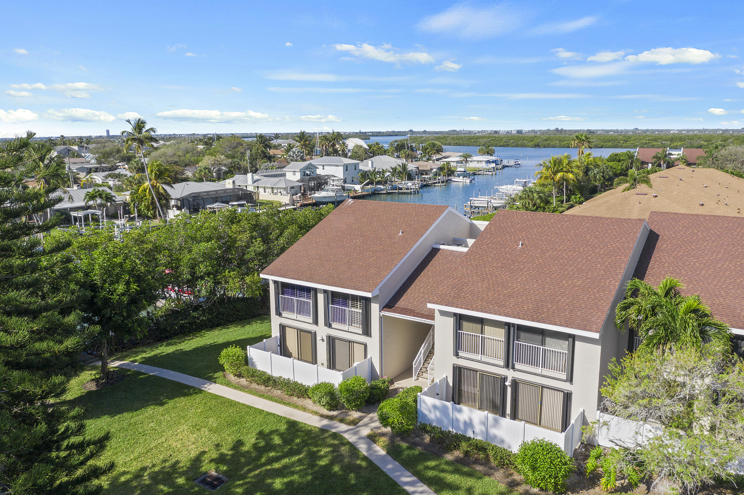 3215 Lakeview Hutchinson Island 34949
