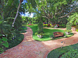 Town approved Elegant Palm Beach Estate home to be built on a mature 36,363+/- SF parcel in Phipps Estate. Price includes a to-be-built home located in the near northend w/5BR/6Ba + 2 powder rooms in the main house and a 2BR/2BA guest house apart from the main house. Specially designed entrance architecture and landscaping ensure complete property privacy. 4-Car garage, full generator, pool & spa, every amenity will be integrated into this magnificent new home.