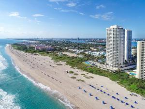 2700 N Ocean Drive Lph-4b For Sale 10611019, FL