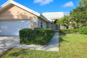 2321  Saratoga Bay Drive  For Sale 10610453, FL