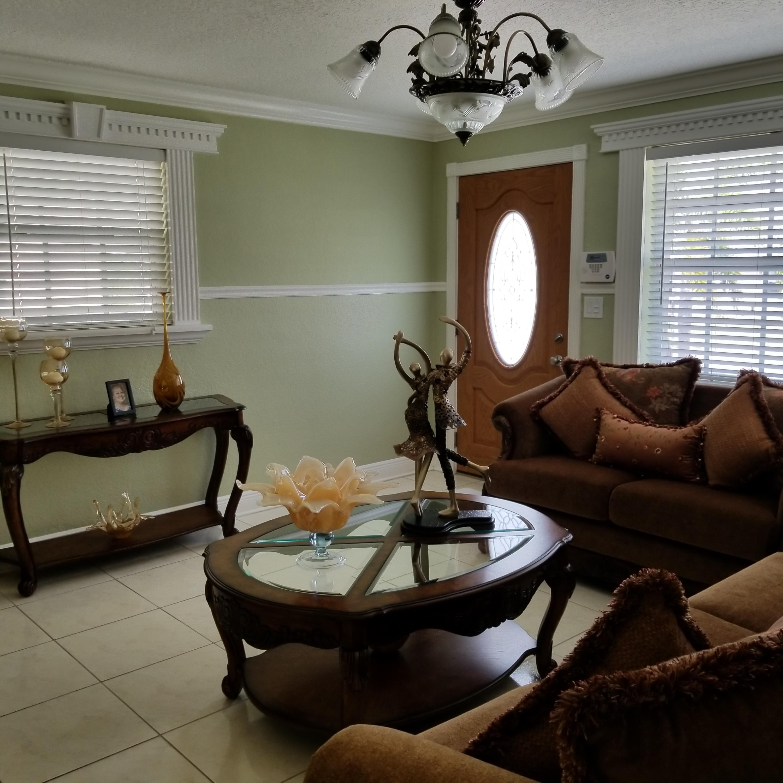 914 Bradley Court West Palm Beach, FL 33405 photo 3