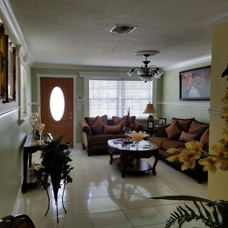 914 Bradley Court West Palm Beach, FL 33405 photo 4