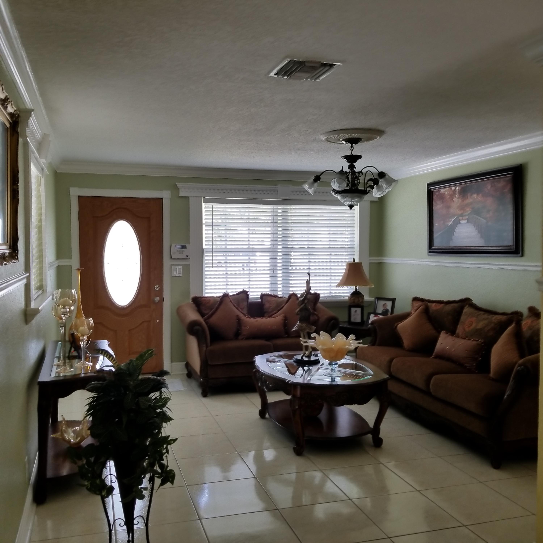 914 Bradley Court West Palm Beach, FL 33405 photo 5
