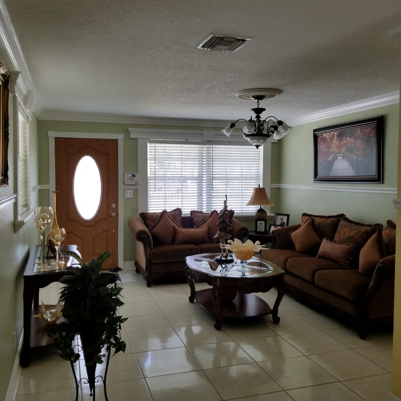 914 Bradley Court West Palm Beach, FL 33405 photo 6