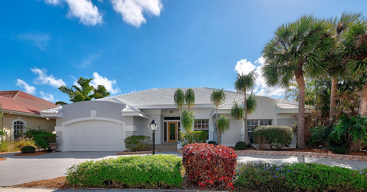 Home for sale in Crystal Pointe Palm Beach Gardens Florida