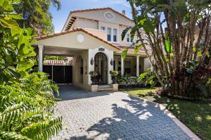 808  Park Place  For Sale 10610777, FL