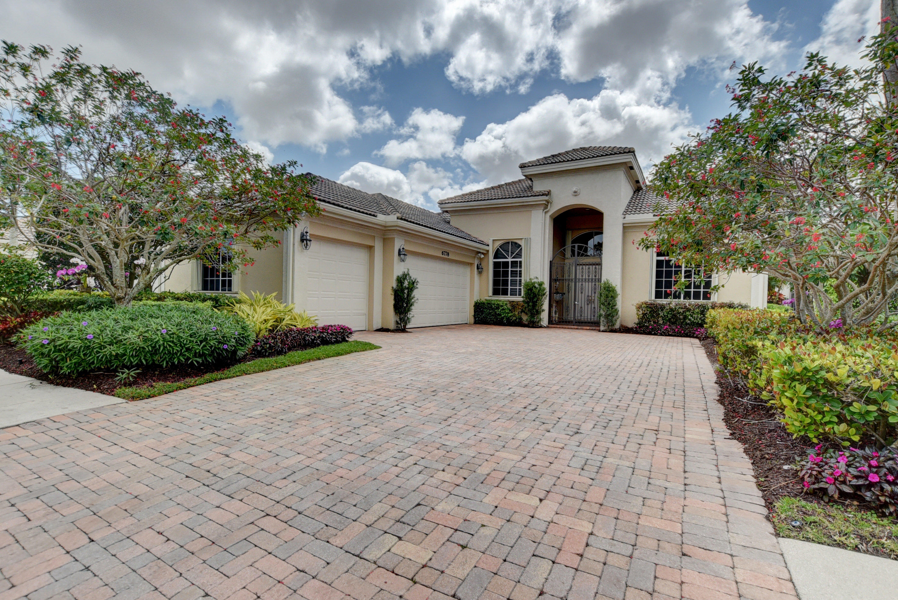 6778 Casa Grande Way  Delray Beach, FL 33446