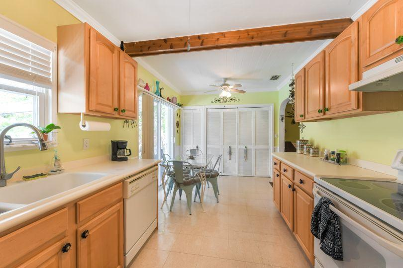 713 Rockland Drive West Palm Beach, FL 33405 small photo 9