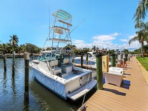 240  Captains Walk 504 For Sale 10612368, FL
