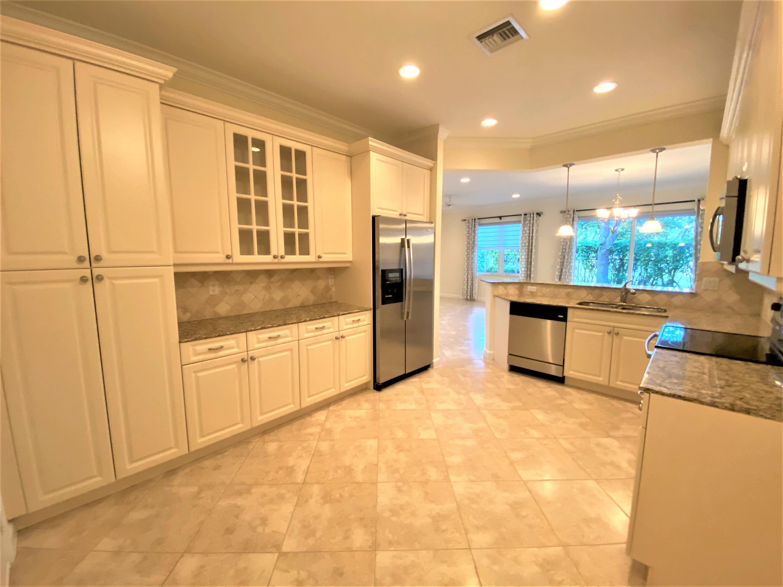 132 W Prive Circle  Delray Beach, FL 33445