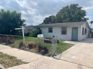 3005  Pinewood Avenue  For Sale 10612445, FL