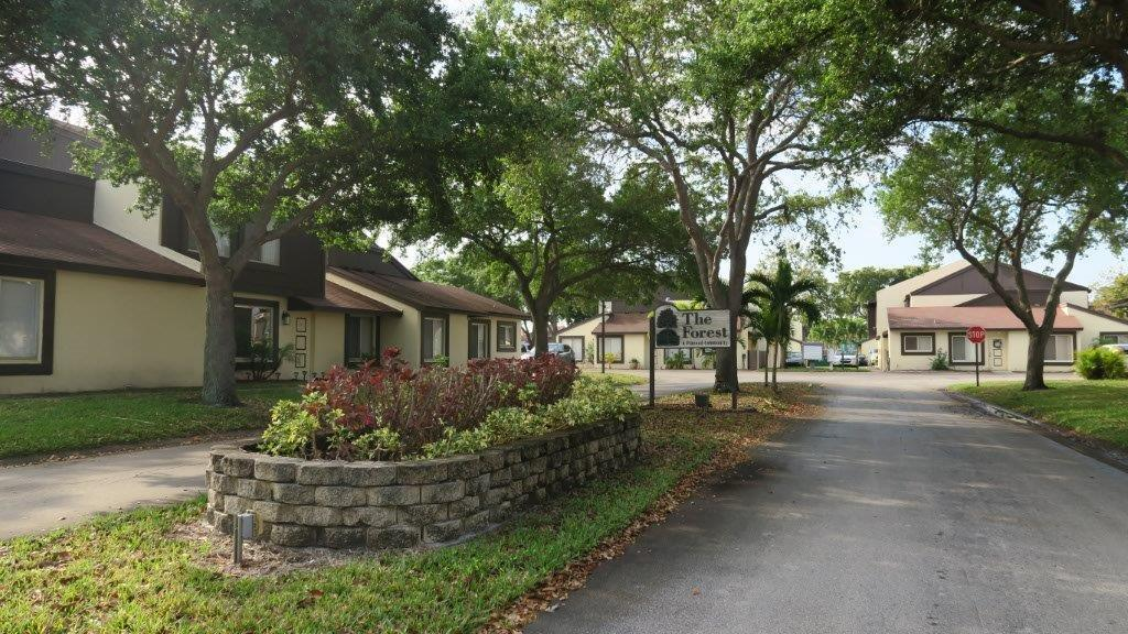 5292 Bosque Lane 59 West Palm Beach, FL 33415