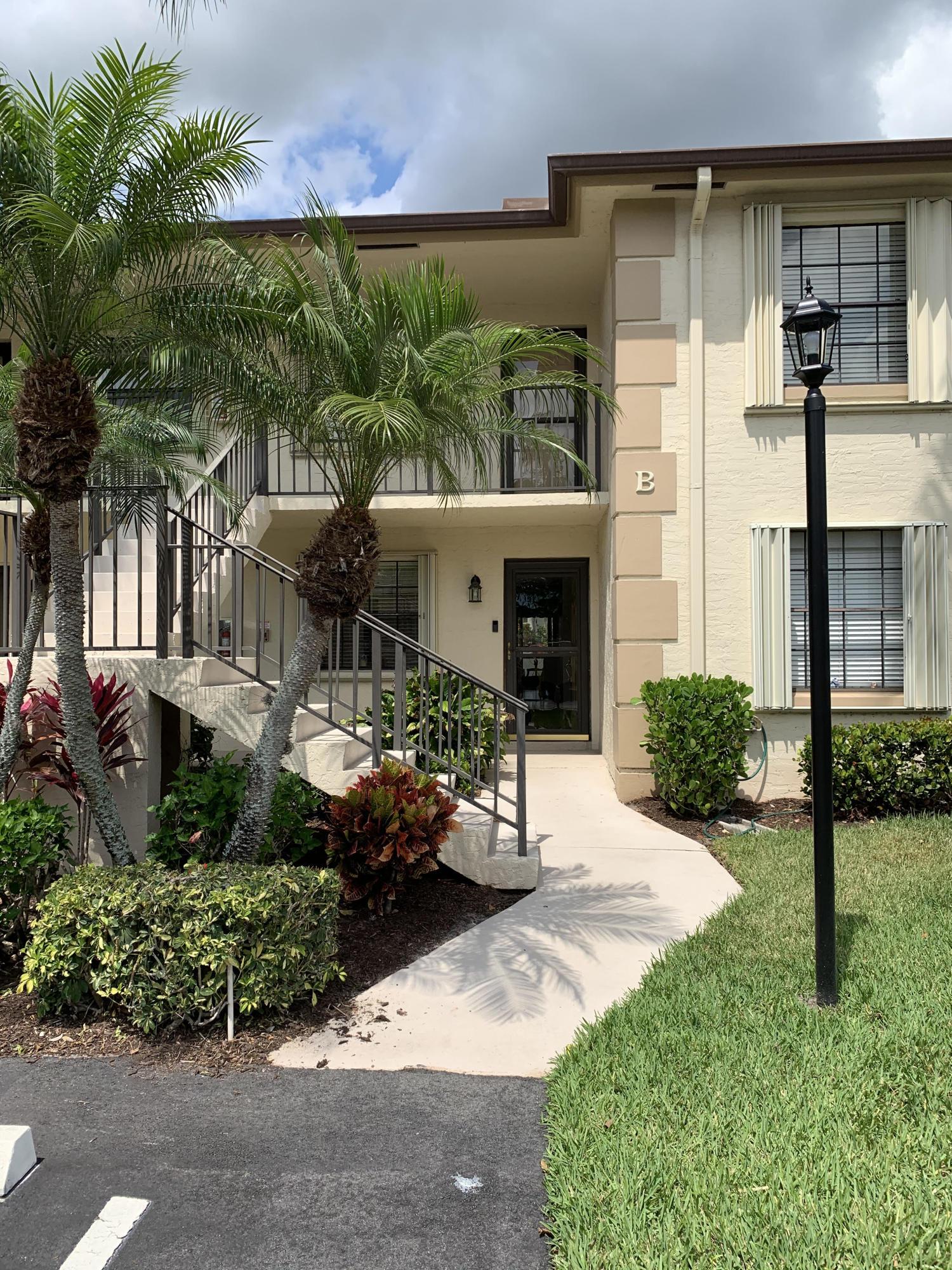 Home for sale in pine crest condo Jupiter Florida